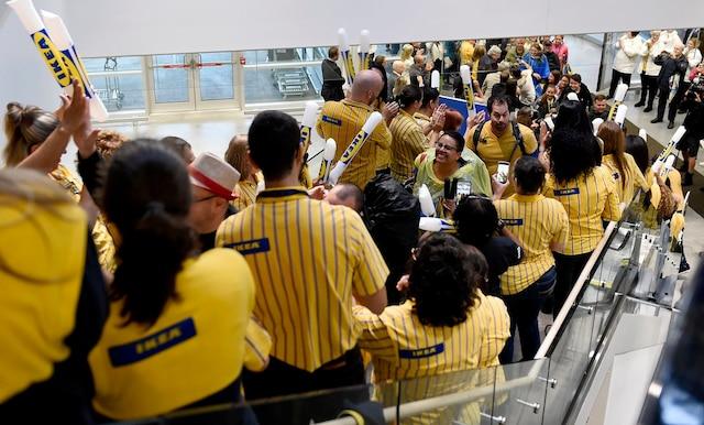 C'était la folie mercredi matin à l'ouverture du magasin IKEA de Québec.