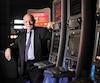 Le président de l'Union des tenanciers de bars du Québec, Peter Sergakis, croit qu'en étalant les retraits sur une plus longue période, l'impact du processus serait bien moindre. M. Sergakis est photographié dans le bar M2, sur la rue Notre-Dame, à Montréal.