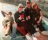 À son passage au Grand Canyon, Kara Larsen a marché sur le célèbre Skywalk. On la voit avec son frère Justin Larsen, de son père Terry Larsen et de sa belle-mère Diane Maisonneuve.