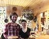 Simon Meloche-Goulet et Marilyne Demers invitent les gens à découvrir un menu de cabane à sucre alternatif et végétarien. Au menu de La Cabane à Tuque: de la tourtière au millet et légumes, de la soupe aux pois et des patates rissolées.