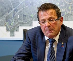 Le maire de Terrebonne Jean-Marc Robitaille est parti en congé de maladie le jour même où le conseil municipal se réunissait devant les citoyens.
