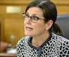 La ministre Stéphanie Vallé est la porteuse de ballon du projet de loi 62. Il s'agit là de la neutralité religieuse de l'État, un débat sérieux, complexe, qui nécessite mûre réflexion.