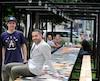 Christian Genest, l'instigateur du projet communautaire, et son designer, l'artiste Patrick Beaulieu (debout).