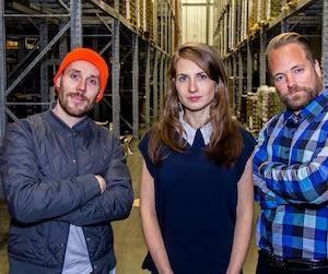 Julie Poitras-Saulnier en compagnie de David Côté et Frédéric Monette. Avec ses jus Loop, le trio contribue à la réduction du gaspillage alimentaire.