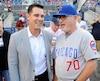 Billy Beane, qu'on voit ici avec le gérant des Cubs, Joe Maddon, a été le précurseur des statistiques avancées dans le baseball majeur, àtitre de DG des A's d'Oakland.
