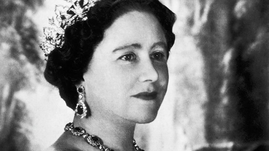 La mère d'Élisabeth II a été reine consort, puis reine mère.