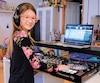 Depuis qu'elle est petite, Evana Müren voit son père partir le soir pour son travail de DJ. À force d'entendre sa musique, elle a eu envie de s'y mettre aussi. Elle a suivi une formation à l'Académie du DJ et peut maintenant mixer seule comme une grande.