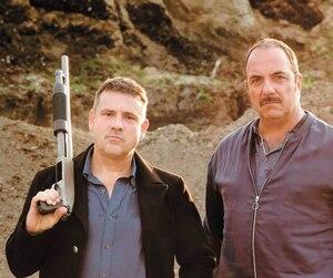 Claude Legault et Denis Bernard jouent des amis dans des clans opposés dans Appelle-moi si tu meurs.