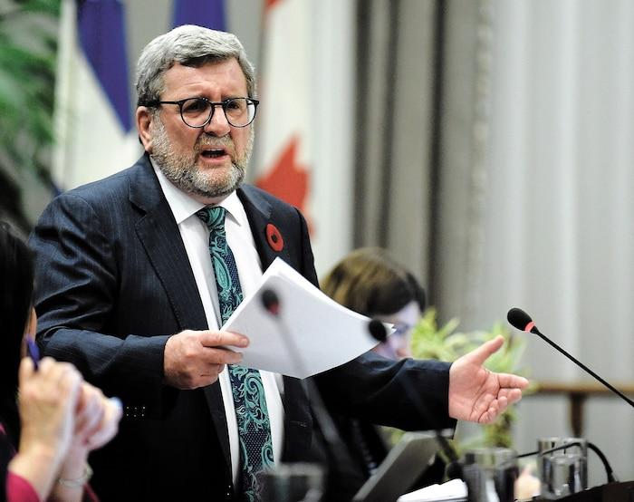 Le maire de Québec, Régis Labeaume, lors du conseil municipal d'hier.