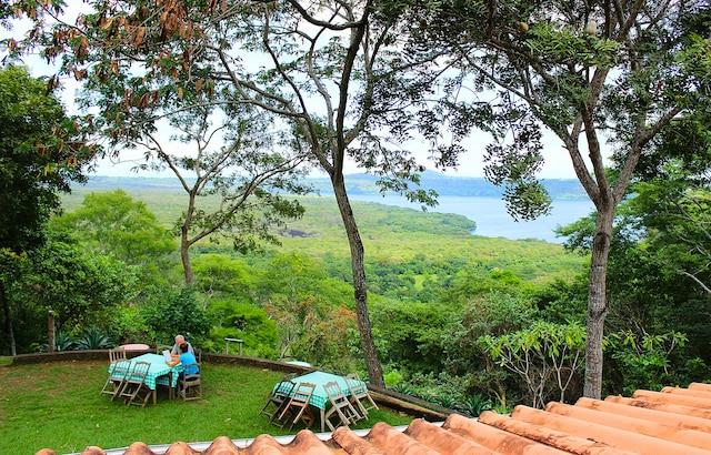 Point de vue sur la lagune Masaya  depuis la terrasse du centre  d'écotourisme Flor de Pochote.
