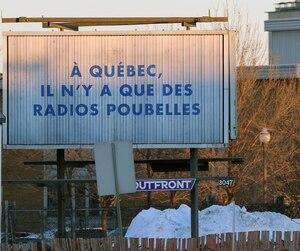 Les messages sont publiés un peu partout à Québec et à Lévis.