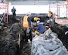 L'équipe du Centre de conservation du Québec travaillant au prélèvement des vestiges du rempart palissadé de Beaucours, dans le Vieux-Québec, le mois dernier.