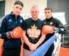 Carl Poirier et Arthur Biyarslanov feront tourner les têtes chez les 64 kg au Hilton Québec dans les prochains jours, de quoi réjouir Benoît Martel (au centre), qui organise les championnats canadiens en compagnie de Poirier.