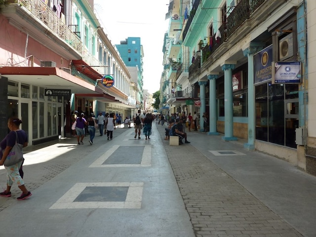 Le boulevard San Rafael est propre et sécuritaire.