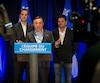 Le chef de la Coalition avenir Québec, François Legault, est entouré des députés Jean-François Roberge et François Bonnardel.