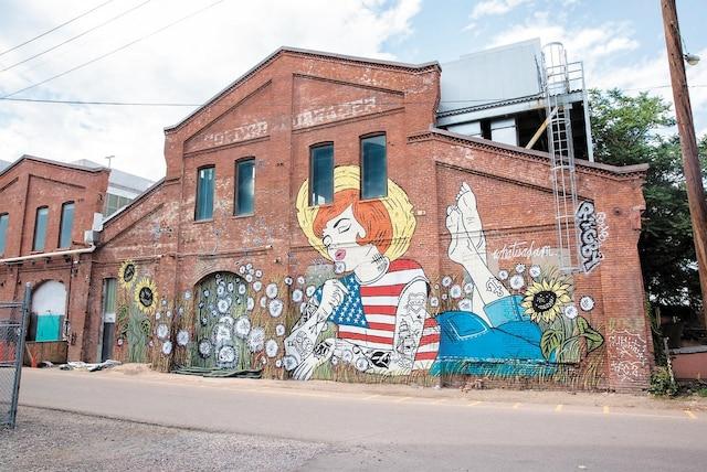 <b><i>American Girl</i></b><br /> <b>Artiste de Montréal</b><br /> Inspiration des bandes dessinées vintages auxquelles l'artiste infuse ses créations de pop art et de collages. Œuvre de Whatisadam (WIA)