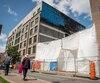 Le site de démolition sur la rue Saint-Laurent de l'édifice Robillard, qui a abrité jadis le tout premier cinéma au Canada, détruit par les flammes en novembre 2016.