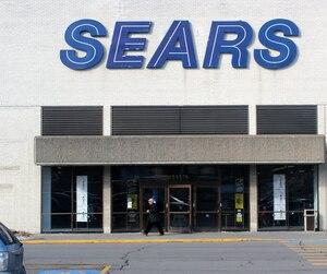 À la Bourse de Toronto, l'action de Sears a dégringolé, hier, terminant la séance en baisse de 24 %.