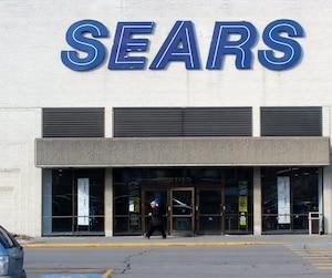 Au total, Sears Canada prévoit la fermeture immédiate de 59 magasins au pays. Ce sont près de 2900 emplois perdus.