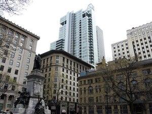 Le penthouse de 2,8 millions $ acquis par Kito est situé à l'avant-dernier étage de la tour Altitude Montréal. Il surplombe le Square-Phillips, où de nombreux marchands d'or sont établis.