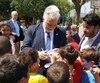 «Ils (les solidaires) n'ont pas voulu les inclure (les péquistes) (rires)», s'est amusé à dire M. Couillard, après avoir discuté avec les journalistes d'inclusion, à la suite de sa visite à l'école Hand in Hand de Wadi Ara, dans les environs de Tel Aviv, où sont regroupés des enfants de confessions juive et musulmane.