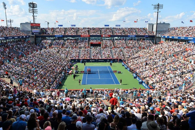 Alexander Zverev s'est imposé en deux manches de 6-3 et 6-4 face à Roger Federer en finale de la Coupe Rogers.