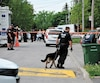 Les policiers ont utilisé un maître-chien samedi pour localiser le maximum d'éléments pour leur enquête. Ils ont quitté les lieux tôt dimanche matin.