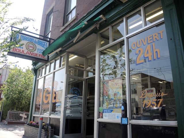 La première boulangerie  Saint-Viateur sur la rue du même nom.