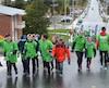 Des centaines de jeunes du primaire de la région de Rivière-du-Loup gardaient le moral malgré la pluie et le vent, en faisant des montées dans la côte Saint-Pierre dans le cadre du coup d'envoi du 6e Défi Everest Premier Tech.