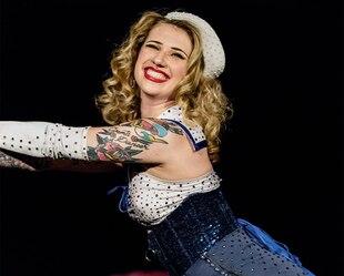 Image principale de l'article Une journée dans la vie d'une danseuse burlesque