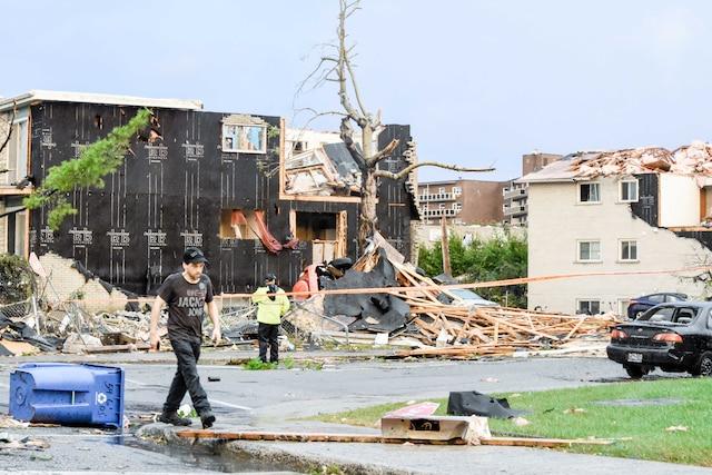Ces immeubles ont été complètement détruits par les vents qui auraient atteint plus de 170km/h.
