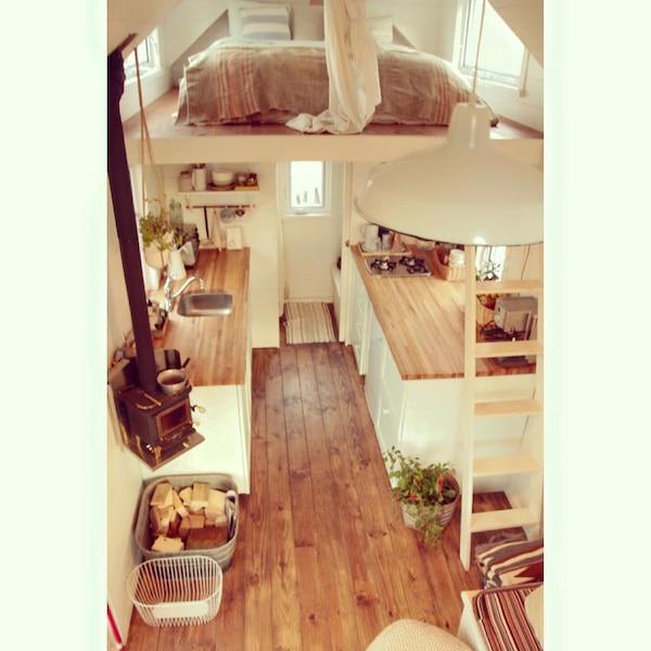 Un intérieur fascinant pour cette micro maison installée en bordure ...