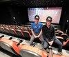 Robin Plamondon et Michel Aubé dans l'une des huit salles du tout nouveau Cinéma Le Clap de Loretteville. La plus grande salle pourra asseoir 200 cinéphiles.