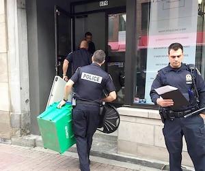 Les enquêteurs du Service de police de la Ville de Québec ont passé plusieurs heures au dispensaire afin de récupérer la marchandise, notamment des produits dérivés.