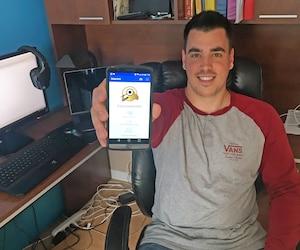 Alexandre Guertin a mis au point l'application pour téléphones intelligents Detectik, qui permet de reconnaître les tiques grâce à une photo. En cas de doute, il conseille de voir un médecin.