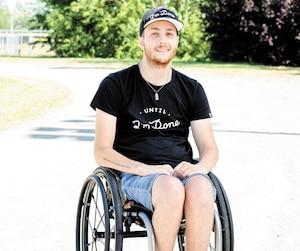 Portrait de Maxime Drolet-Gauthier. Pour la section témoignage du dimanche, ce jeune homme quadraplégique nous raconte comment il se prépare en vue de réaliser le marathon de Montréal en chaise roulante et comment il relève de nombreux défis au quotidien depuis son accident, a Montréal, mardi le 13 aout 2019. Sur la photo: Maxime Drolet-Gauthier STEVE MADDEN/AGENCE QMI