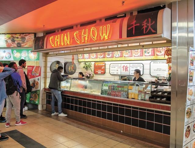 Le restaurant Chin Chow, situé à l'intérieur de la Plaza Côte-des-Neiges à Montréal, sur la rue du même nom.