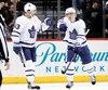 Mitch Marner (à droite) considère son compagnon de trio Nazem Kadri comme le grand frère des Maple Leafs. «Il joue avec passion, il agit comme un protecteur», fait-il valoir.