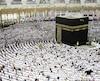 Le Kaaba, habritant l'une des reliques les plus précieuses de l'Islam et situé au cœur de La Mecque, est l'un des lieux saints les plus visités dans le monde.