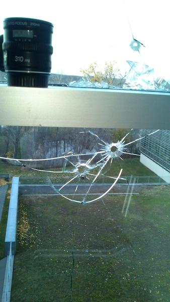 Vania Atudorei a compté 22 trous de balle dans la vitre d'un bureau du cégep.