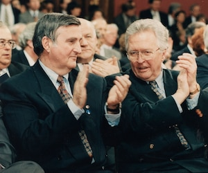 Jean-Paul L'Allier en 1996 avec le maire de Montréal de l'époque, Pierre Bourque, à gauche.