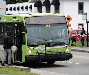 Le plan stratégique du Réseau de transport de la capitale prévoit qu'à partir de 2025, on n'achètera plus que des autobus 100% électriques. On prévoit que le métrobus 807 sera le premier parcours complètement électrifié dès 2040.