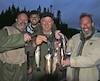 Quatre pêcheurs heureux d'avoir taquiné la truite d'un des lacs de la pourvoirie. Dans l'ordre habituel, Steve Simard, Simon Duchaîne (à l'arrière), Gilles Dubois et Enrico Bouchard.
