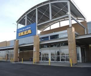 Le centre de cueillette IKEA de Québec offre notamment 28 salles de montre ainsi que plusieurs services aux clients.