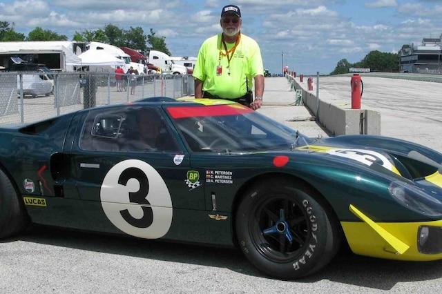 Mesurant près de 6 pieds et 4 pouces (1,93 mètre), Dan Gurney était à l'étroit dans une Ford GT40.