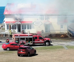 Par un triste hasard, l'auberge la Maison Lebreux, en Gaspésie, a été réduite en cendres seulement neuf mois après l'incendie du Théâtre de la Vieille Forge.
