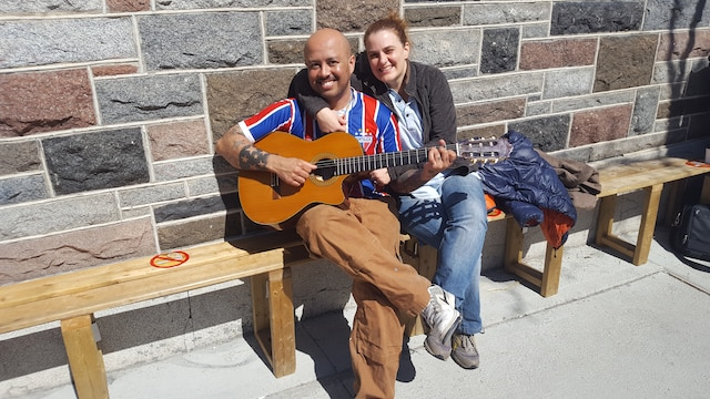 Cicero De Almeida Para et Marie StOnge agrémentaient l'atmosphère de quelques notes de musique, au plaisir de tous.