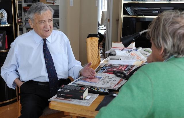 L'ancien ministre péquiste Jean Garon a accepté de se faire prendre en photo et de répondre à nos questions chez lui.