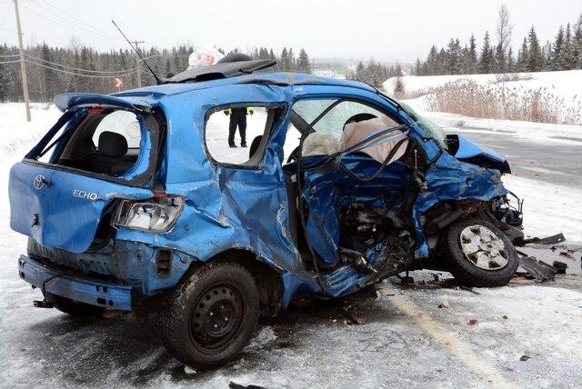 Une grave collision impliquant quatre véhicules a fait trois blessés, dont un gravement. La tragédie est survenue vers 8 h 15 ce matin sur la route 112 entre la ville de Thetford Mines et le secteur Black Lake. YVES CHARLEBOIS/AGENCE QMI