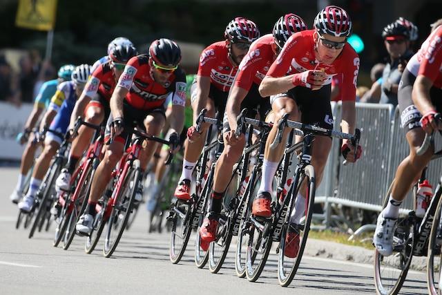 Le peloton du Grand Prix Cycliste de Montréal, sur chemin de la Côte-Sainte-Catherine, dimanche le 10 septembre 2017. DARIO AYALA/AGENCE QMI